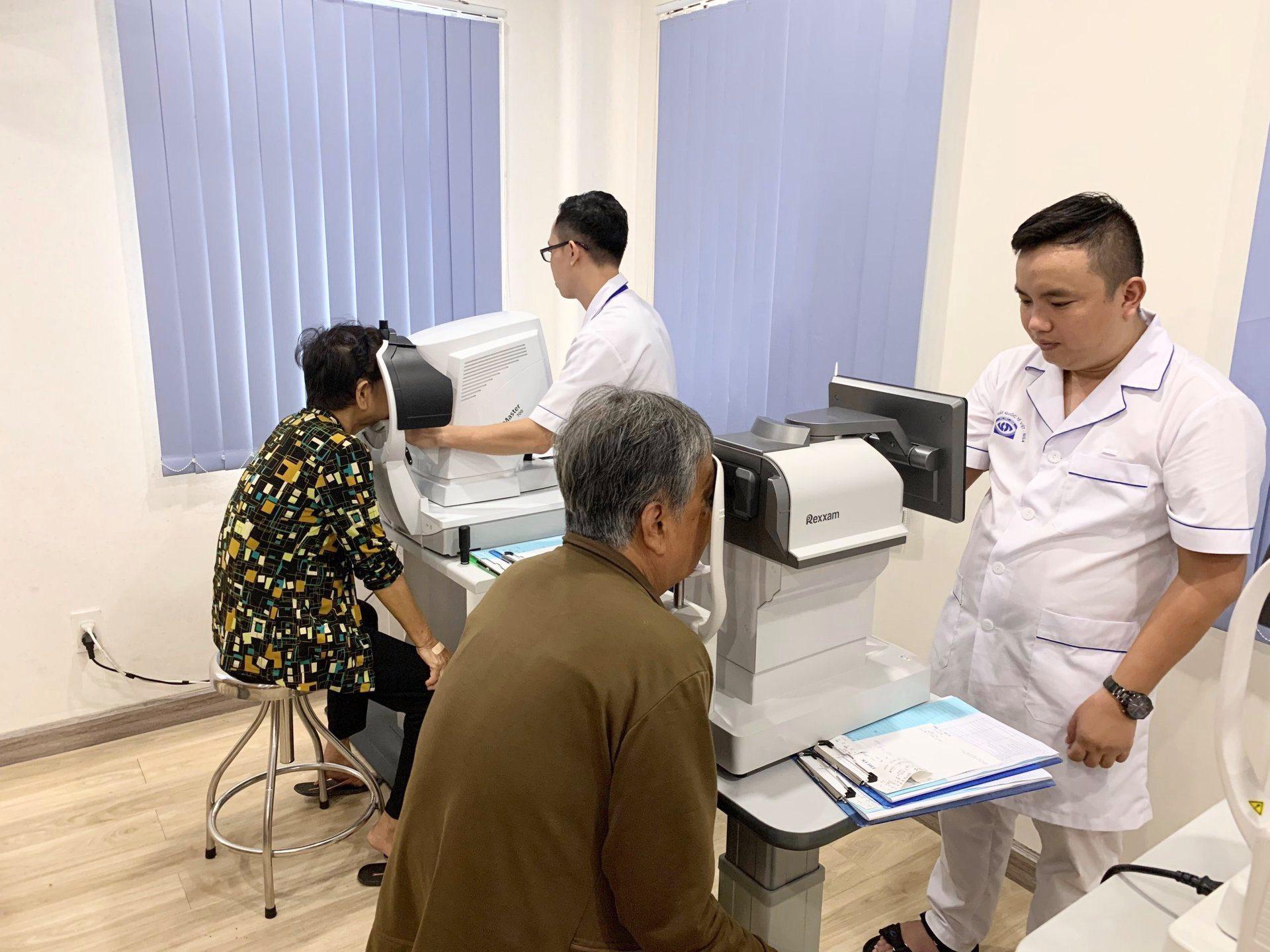 Phẫu thuật Cườm - Đục thủy tinh thể từ thiện cho bệnh nhân nghèo & Mẹ Việt Nam anh hùng