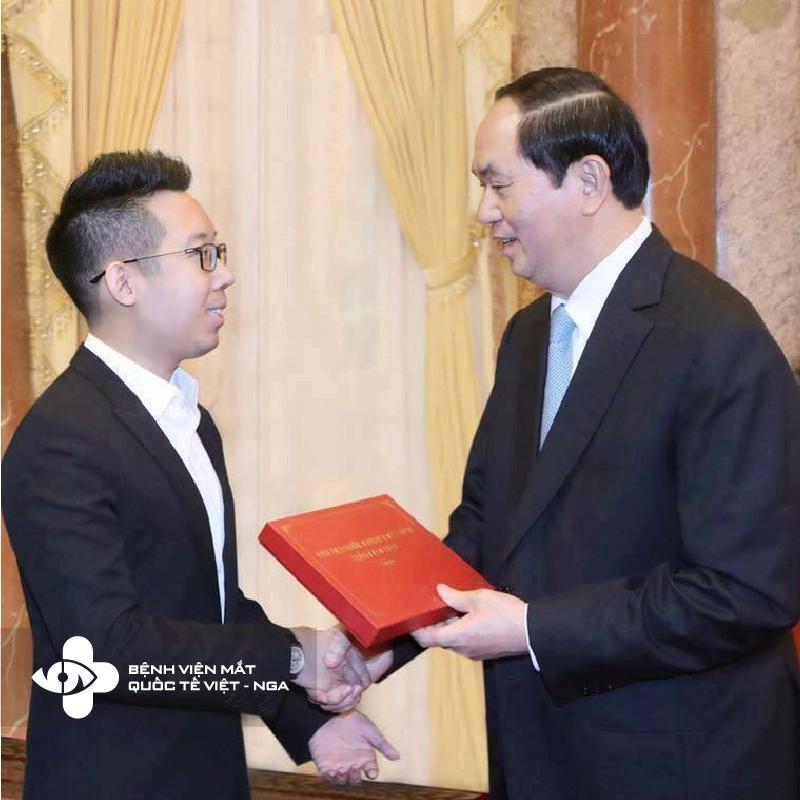 Chủ Tịch Nước trao giải thưởng cho Bệnh Viện Mắt Quốc Tế Việt – Nga tại Phủ Chủ Tịch