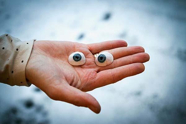 Phẫu thuật lắp mắt giả