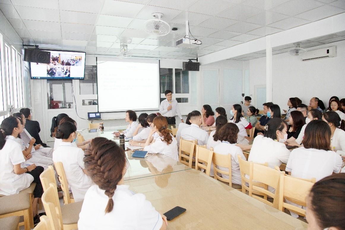 """Nhân viên Tập đoàn Y tế Việt - Nga tham gia đào tạo """"Tăng cường kỹ năng giao tiếp, tư vấn hướng đến sự hài lòng của người bệnh"""""""